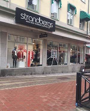 Zniszczono witrynę sklepu sprzedającego futra [SZWECJA]