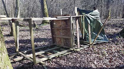 Zniszczono 2 ambony myśliwskie i paśnik dla zwierząt [SZWECJA]
