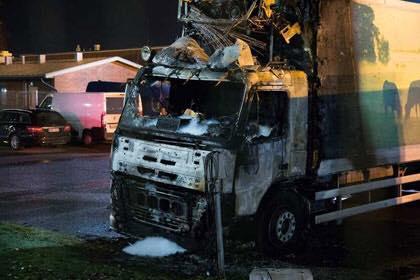 Spalono ciężarówkę do przewożenia mięsa oraz samochód myśliwego [GRECJA]