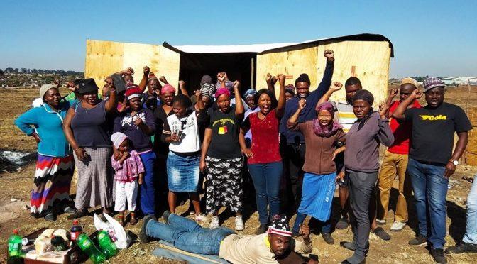 Grożono śmiercią przedstawicielom/kom Zikode Extension Occupation przez uzbrojone osoby [RPA]