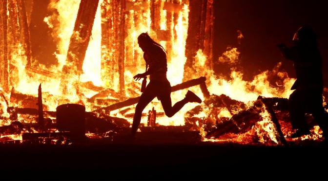Błyski ognia, podpalenia w kamieniołomie Vicat [FRANCJA, BELLECOMBE-EN-BAUGES]